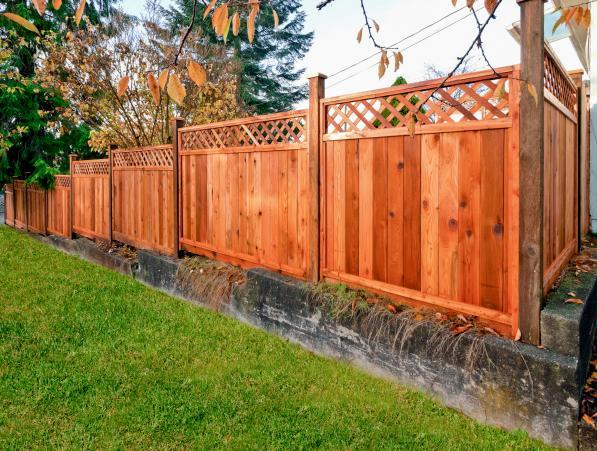 Cedar Wood Fence with Lattice